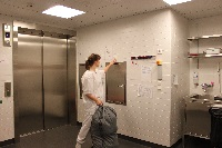 Jäte- ja pyykkisiirtoa HUSin sairaalassa.