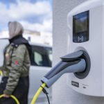 Sähköautoille latauspaikkoja energiatehokkuusdirektiivillä