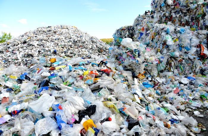 Muovipaaleja Wimaon kierrätyslaitoksella