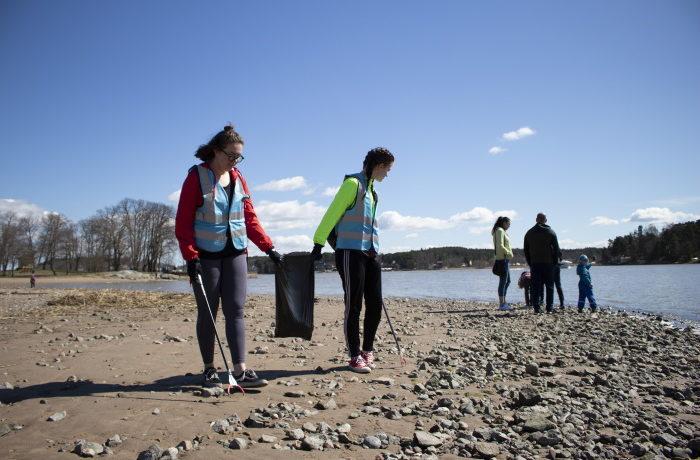 Pidä Saaristo Siistinä ry on järjestänyt roskien keruutalkoita rannoilla.