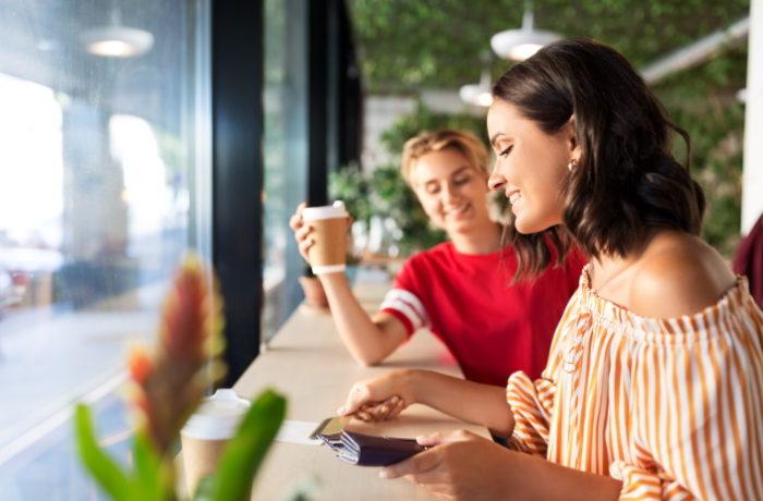 Kahvilat ja ravintolat ovat ottaneet käyttöön uudelleenkäytettäviä pakkauksia.