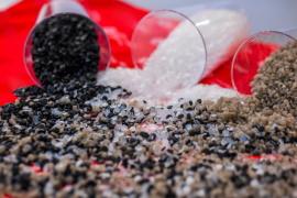 Muovijätteestä kierrätettyjä uusiomuovigranulaatteja