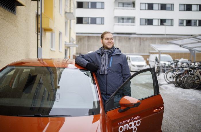 Jyväskylän kaupunki 20210323 yhteiskäyttöautokokeilu, taloyhtiöauto Omago, kuvauspaikka Kauppakatu 11, Jyväskylä. Kuvaaja Hanna-Kaisa Hämäläinen