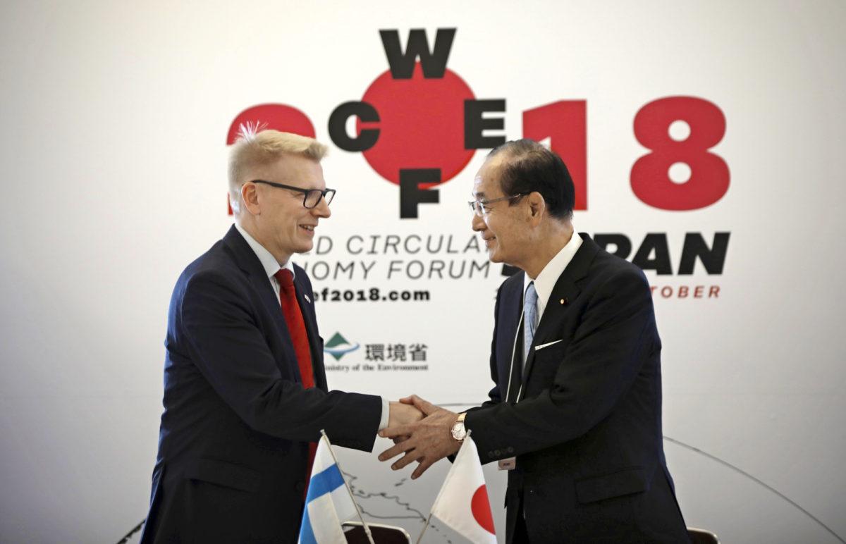 Ympäristöministerit Kimmo Tiilikainen ja Yoshiaki Harada allekirjoittivat Yokohamassa muistion maiden aikomuksesta viedä kiertotalous maailman talousmahtien agendalle.