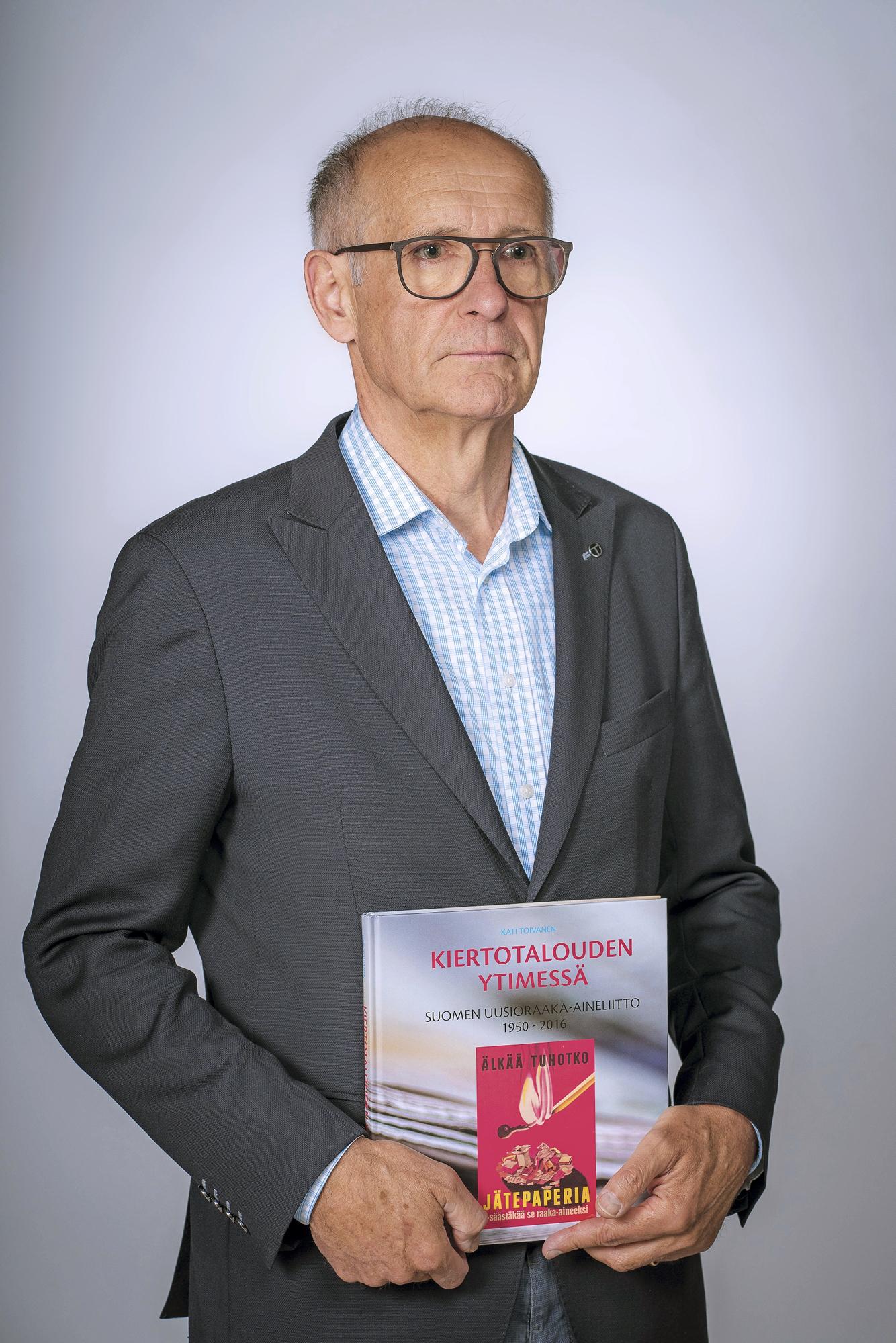 """Lauri Nylander kertoo kirjoituksessaan """"kiertotalouden syntyhetkistä"""". Uusioraaka-aineliiton historiikki on hyvä tietolähde."""