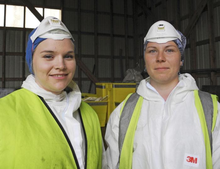 Pinja Lehti ja Siiri Niiranen kertovat, että lajittelututkimuksen tekeminen on lisännyt heidän kiinnostustaan jätehuolto- ja kiertotalousalaa kohtaan niin paljon, että alalta voisi löytyä jopa tuleva ammatti.