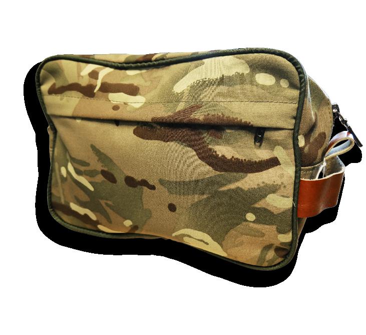 Ruotsin armeijan poistotekstiilistä valmistettu kosmetiikkalaukku Touchpointin valikoimista.