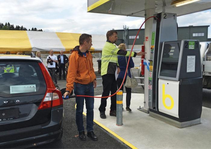 Mustankorkea Oy:n ja samalla Jyväskylän ensimmäinen biokaasun tankkausasema avattiin 17. elokuuta henkilöautoilijoiden käyttöön.