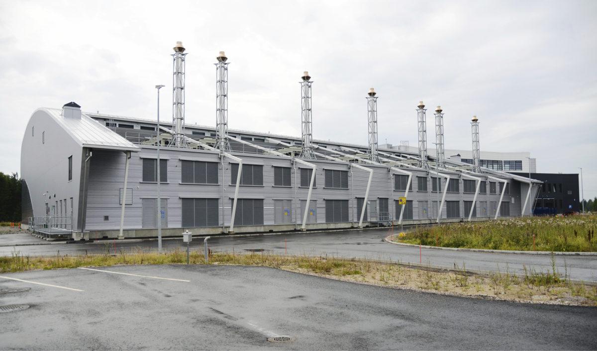Yandexin datakeskusrakennus on profiilistaan lentokoneen siiven muotoinen. Siten jäähdytysilman puhaltimien energiankulutus vähenee parilla prosentilla.