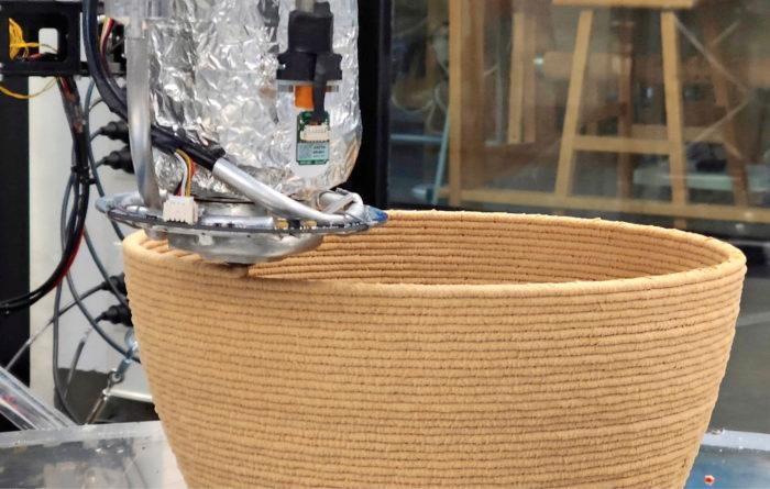 Bloft Desing Labin kehittämän tulostuspään ansiosta 3D-tulostamisessa voi hyödyntää jätemuovista jalostettua uusioraaka-ainetta.