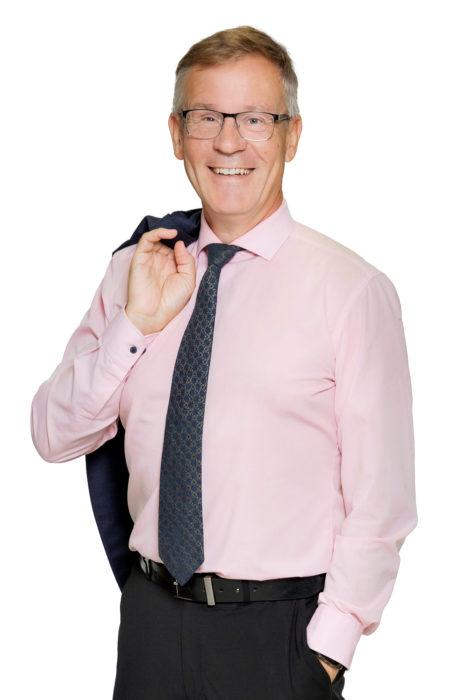 Savon koulutuskuntayhtymän johtaja Heikki Helve sai KEINO-akatemiasta hyödyllistä apua kestävien hankintojen hahmotteluun.